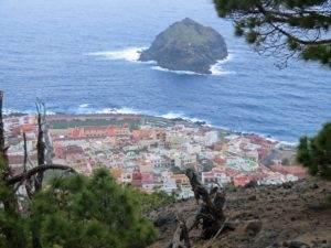 Blick auf Guarachico mit der markanten Felseninsel, Teneriffa