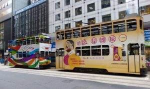 Doppelstöckig sind die Straßenbahnen in Hong Kong.