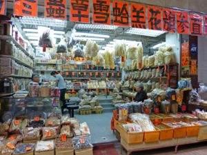 Lebensmittel und TCM-Produkte in Hong Kong.