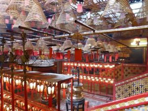 Die Luft im Man No Tempel ist schwer vom Duft der Räucherspiralen. Hong Kong.